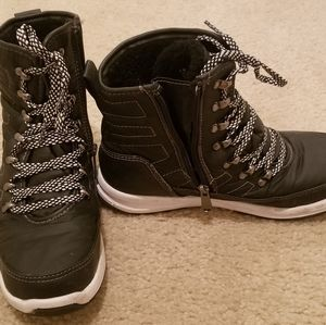 Weatherproof shoes in size 8